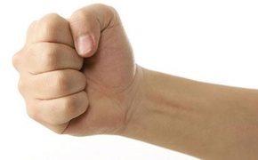6 bài tập trị đau khớp ngón tay cho dân văn phòng