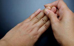 9 nguyên nhân đầu khớp ngón tay bị sưng phù và cách khắc phục